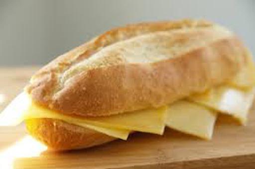 Belegd broodje met Jonge kaas