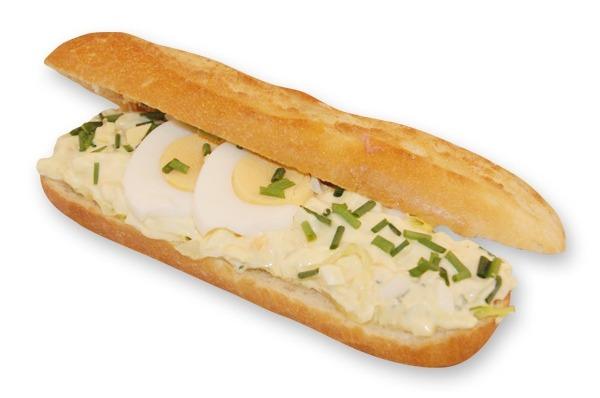 Belegd broodje met eiersalade