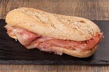 Belegd broodje met Rauwe ham