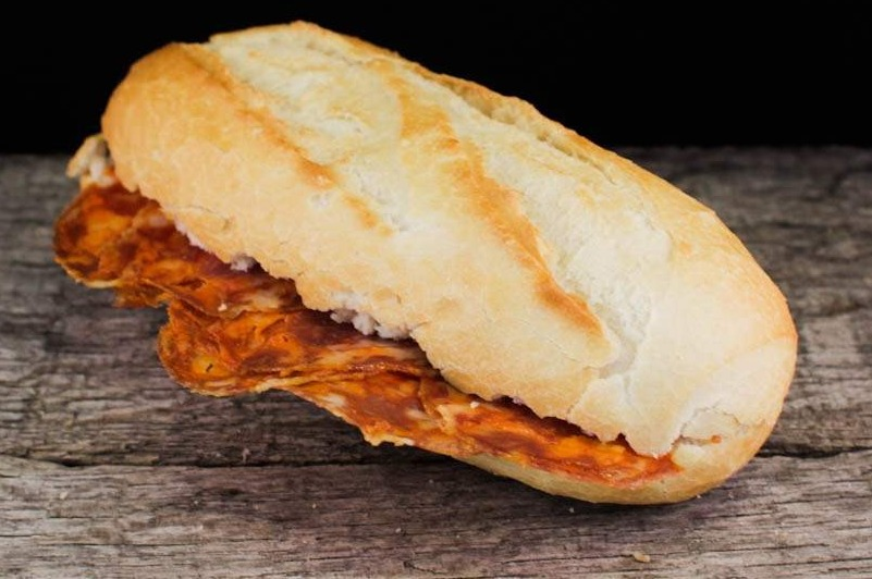 Belegd broodje met chorizo