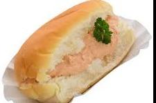 Belegd broodje met zalmsalade